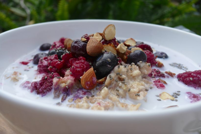 Cinnamon Oatmeal with Chia Seeds and Berries